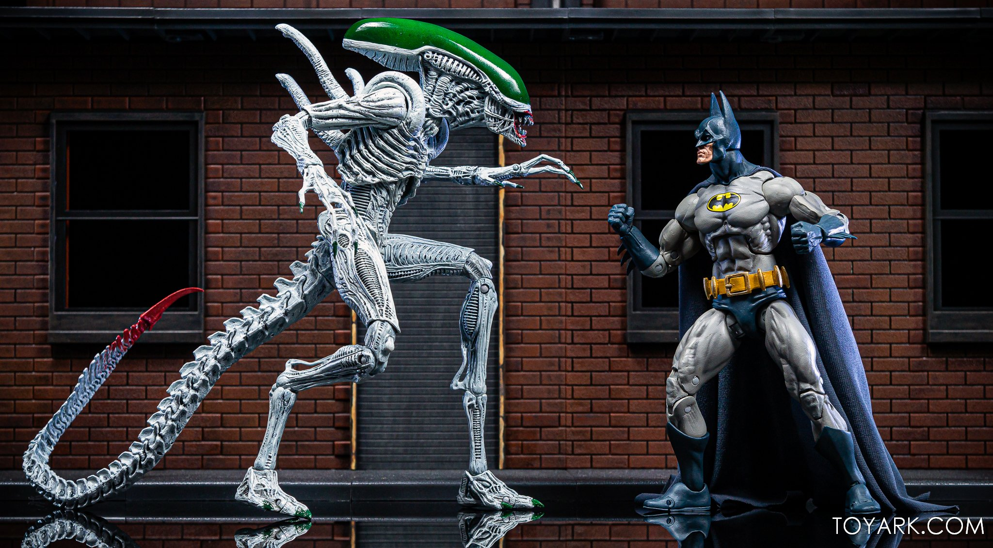 https://news.toyark.com/wp-content/uploads/sites/4/2019/10/Batman-vs-Joker-Alien-NYCC038.jpg