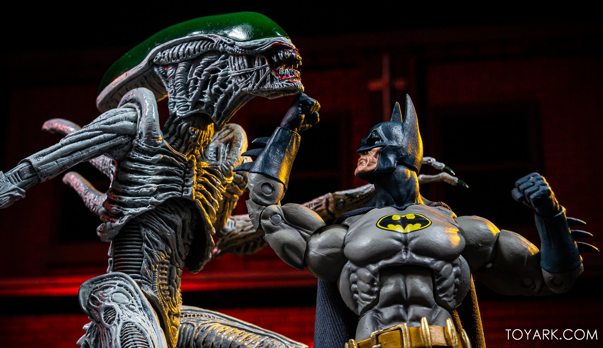 https://news.toyark.com/wp-content/uploads/sites/4/2019/10/Batman-vs-Joker-Alien-NYCC040.jpg