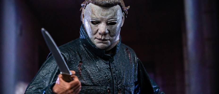 Halloween II - Michael Myers Ultimate Figure - Toyark Photo Shoot