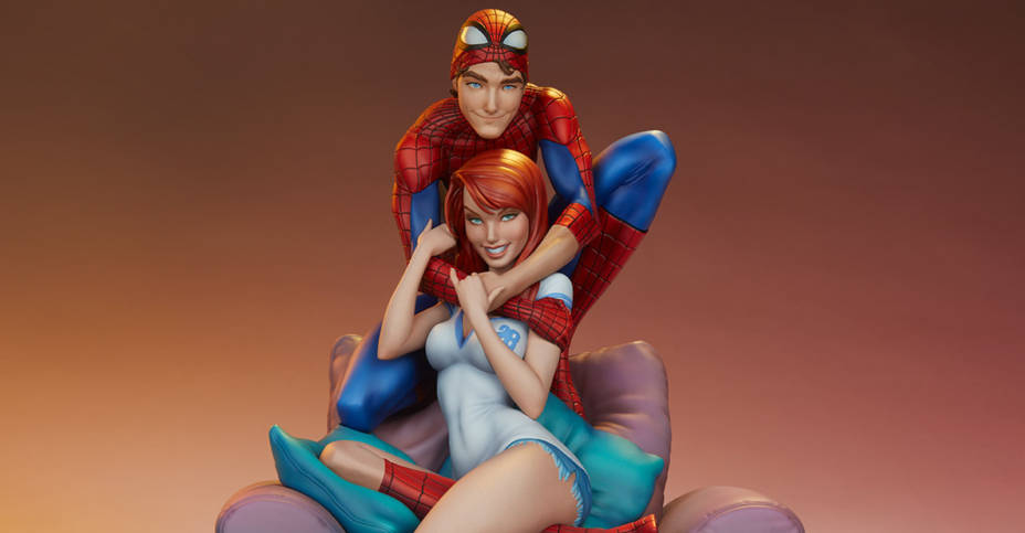 Spider Man and Mary Jane Statue 001