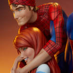 Spider Man and Mary Jane Statue 002
