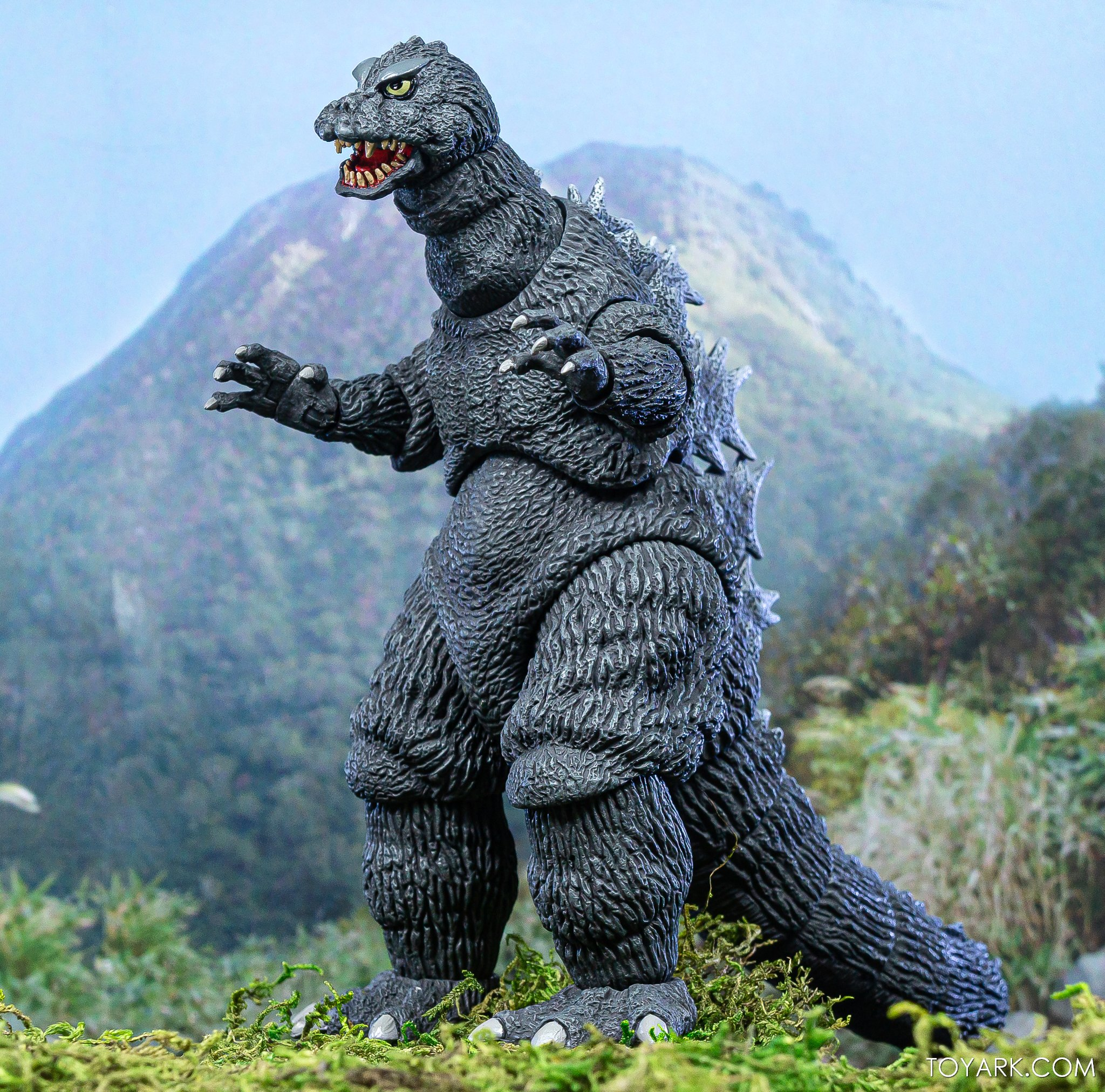https://news.toyark.com/wp-content/uploads/sites/4/2019/12/NECA-Godzilla-1964-Figure-009.jpg
