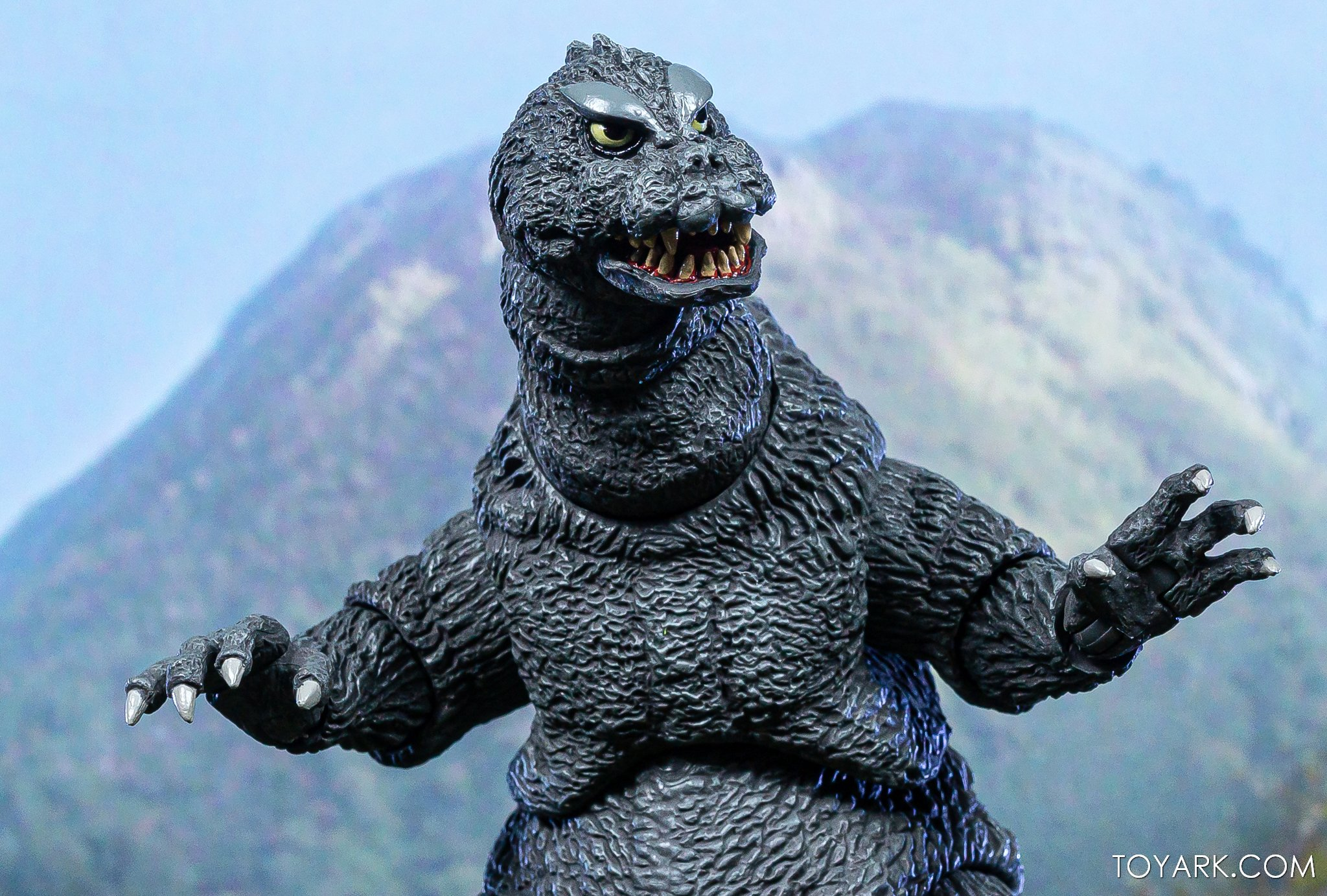 https://news.toyark.com/wp-content/uploads/sites/4/2019/12/NECA-Godzilla-1964-Figure-011.jpg