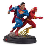 DC GALLERY SUPERMAN VS THE FLASH RACING STATUE