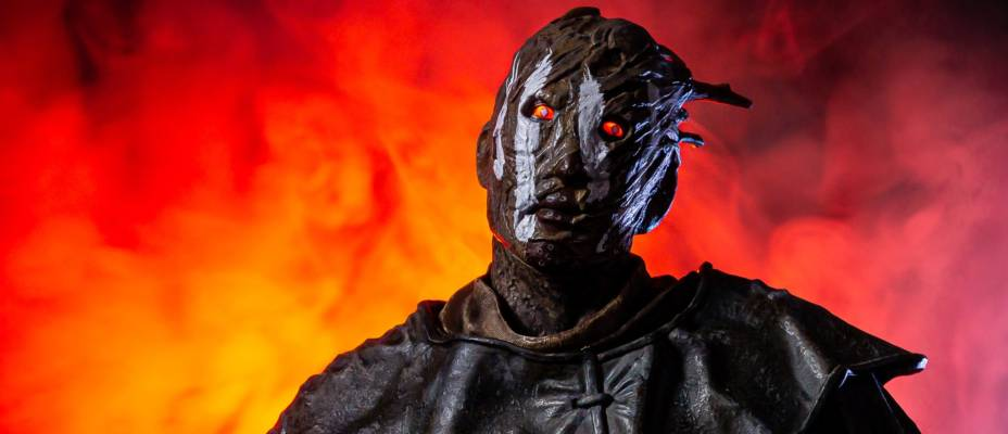 Dead by Daylight - The Wraith 1/6 Scale Statue by Gecco - Toyark Photo Shoot