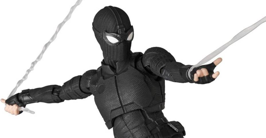 MAFEX Stealth Suit Spider Man 005