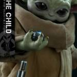 Hot Toys Life Size The Child 003