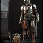 Hot Toys Mandalorian and The Child 001