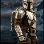 Hot Toys Mandalorian and The Child 006