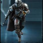 Hot Toys Mandalorian and The Child 008