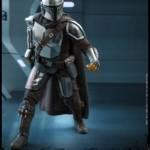 Hot Toys Mandalorian and The Child 009