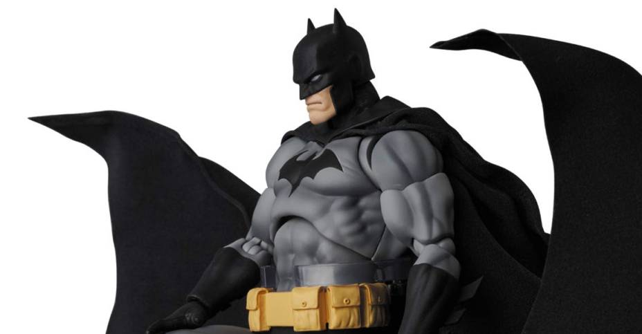 MAFEX Batman Hush Black Suit Version 001