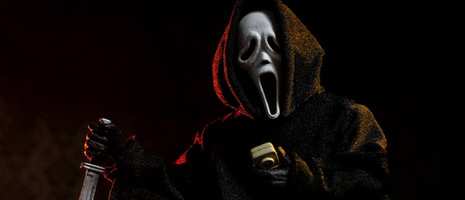 Scream - Ghostface 8-Inch Scale Clothed Figure by NECA Toys - Toyark Photo Shoot