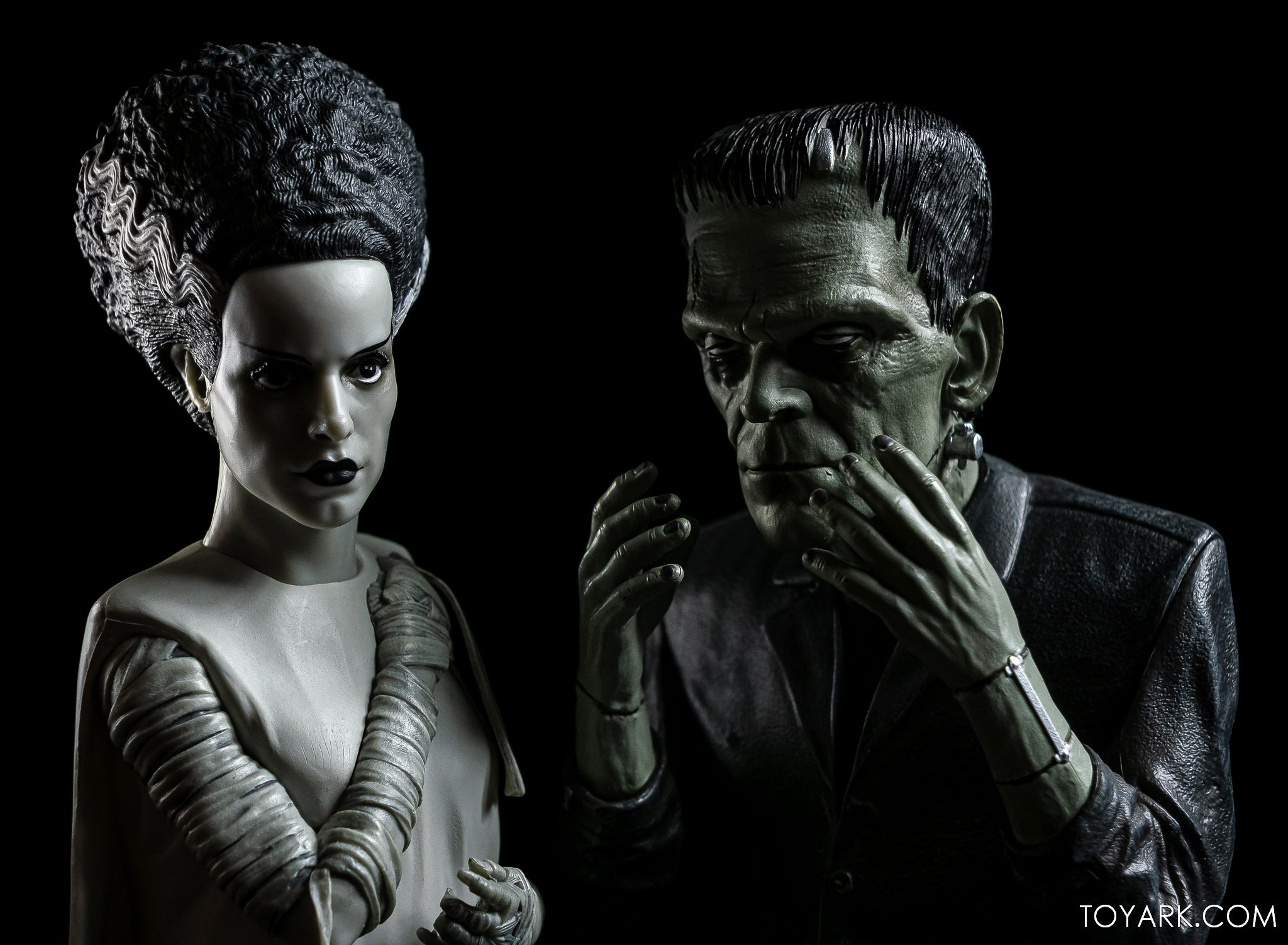 https://news.toyark.com/wp-content/uploads/sites/4/2020/10/Bride-of-Frankenstein-Spinature-012.jpg