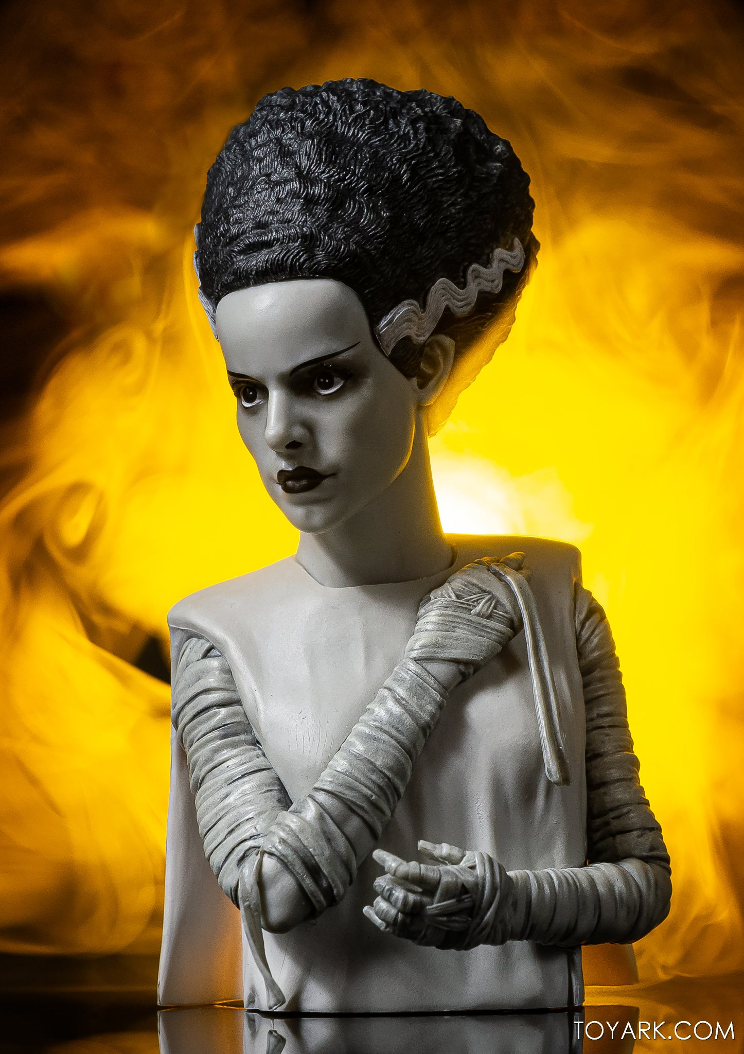 https://news.toyark.com/wp-content/uploads/sites/4/2020/10/Bride-of-Frankenstein-Spinature-013.jpg