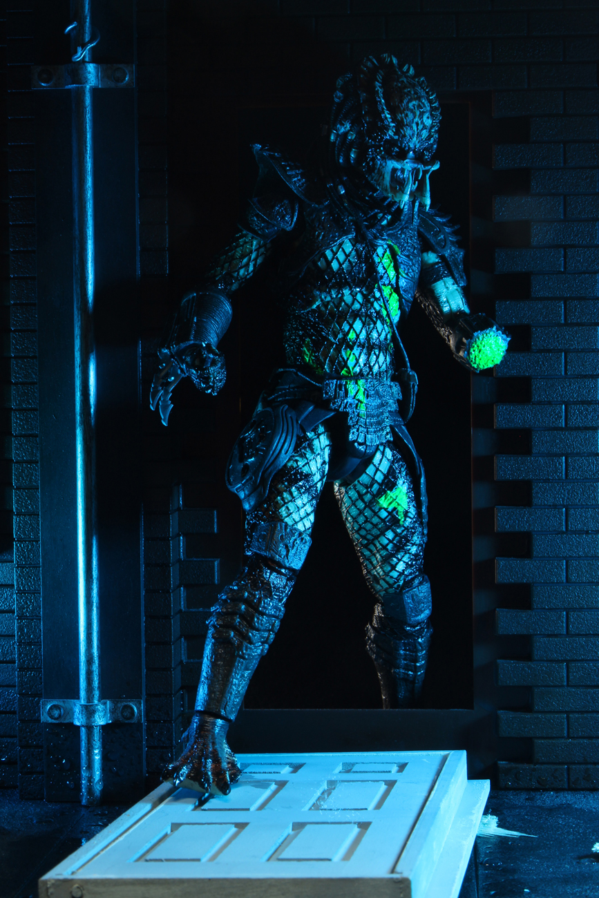 NECA Damaged City Hunter 011