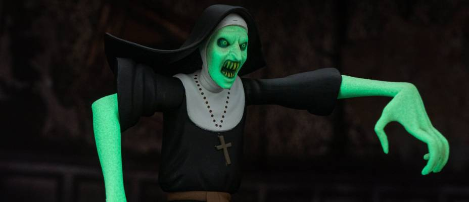 Toony Terrors Wave 3 - Chase Variant Glow-In-The-Dark Valak from The Nun - Toyark Photo Shoot
