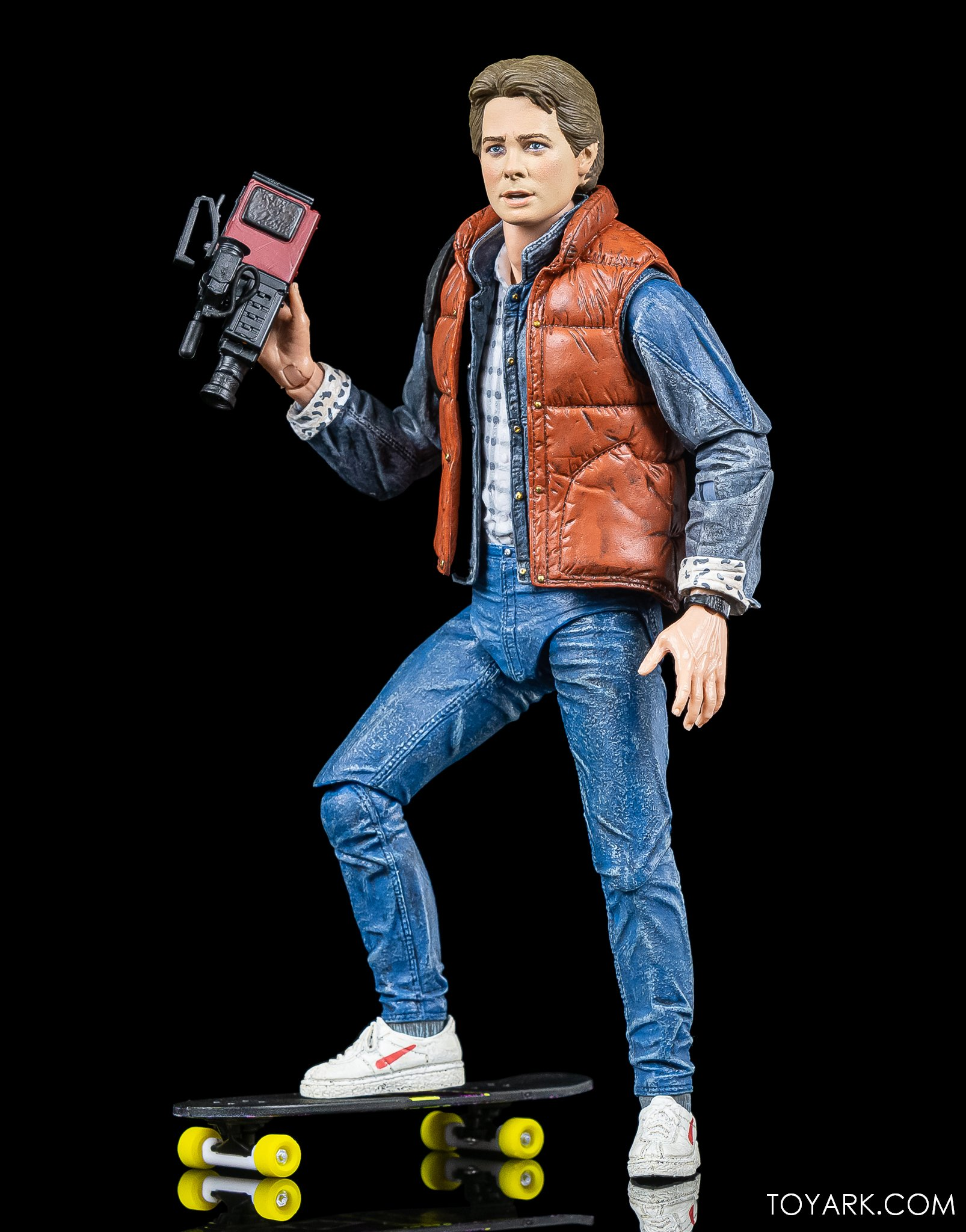 https://news.toyark.com/wp-content/uploads/sites/4/2020/10/NECA-Ultimate-Marty-McFly-Figure-007.jpg