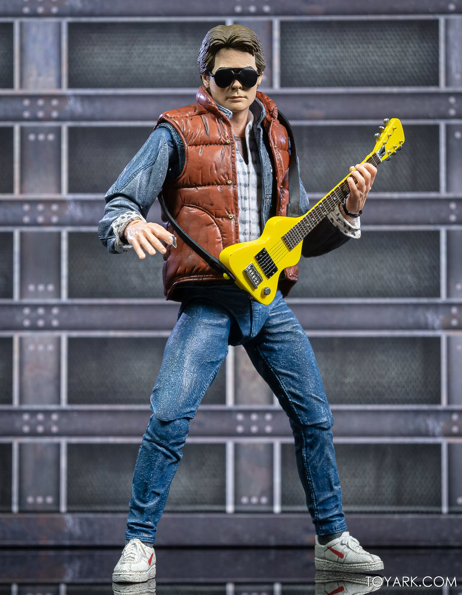 https://news.toyark.com/wp-content/uploads/sites/4/2020/10/NECA-Ultimate-Marty-McFly-Figure-025.jpg