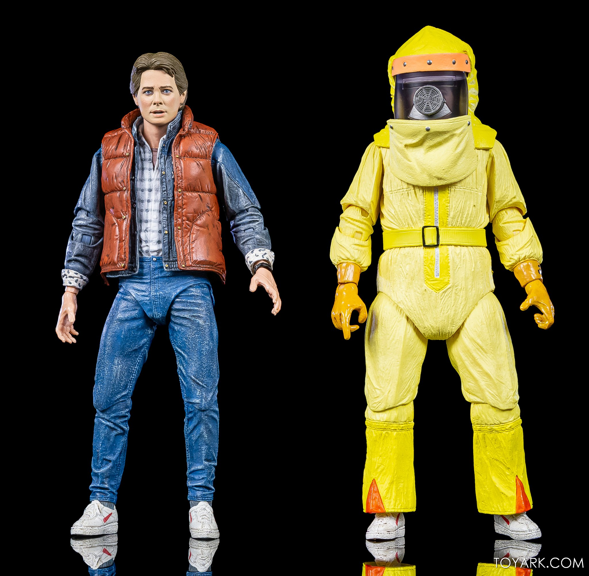 https://news.toyark.com/wp-content/uploads/sites/4/2020/10/NECA-Ultimate-TFS-Marty-McFly-Figure-017.jpg