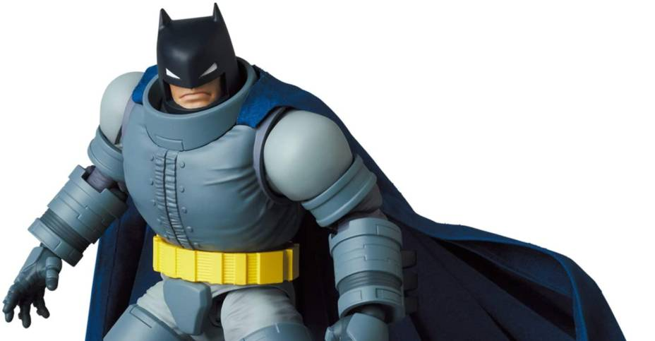 MAFEX Armored Batman 005