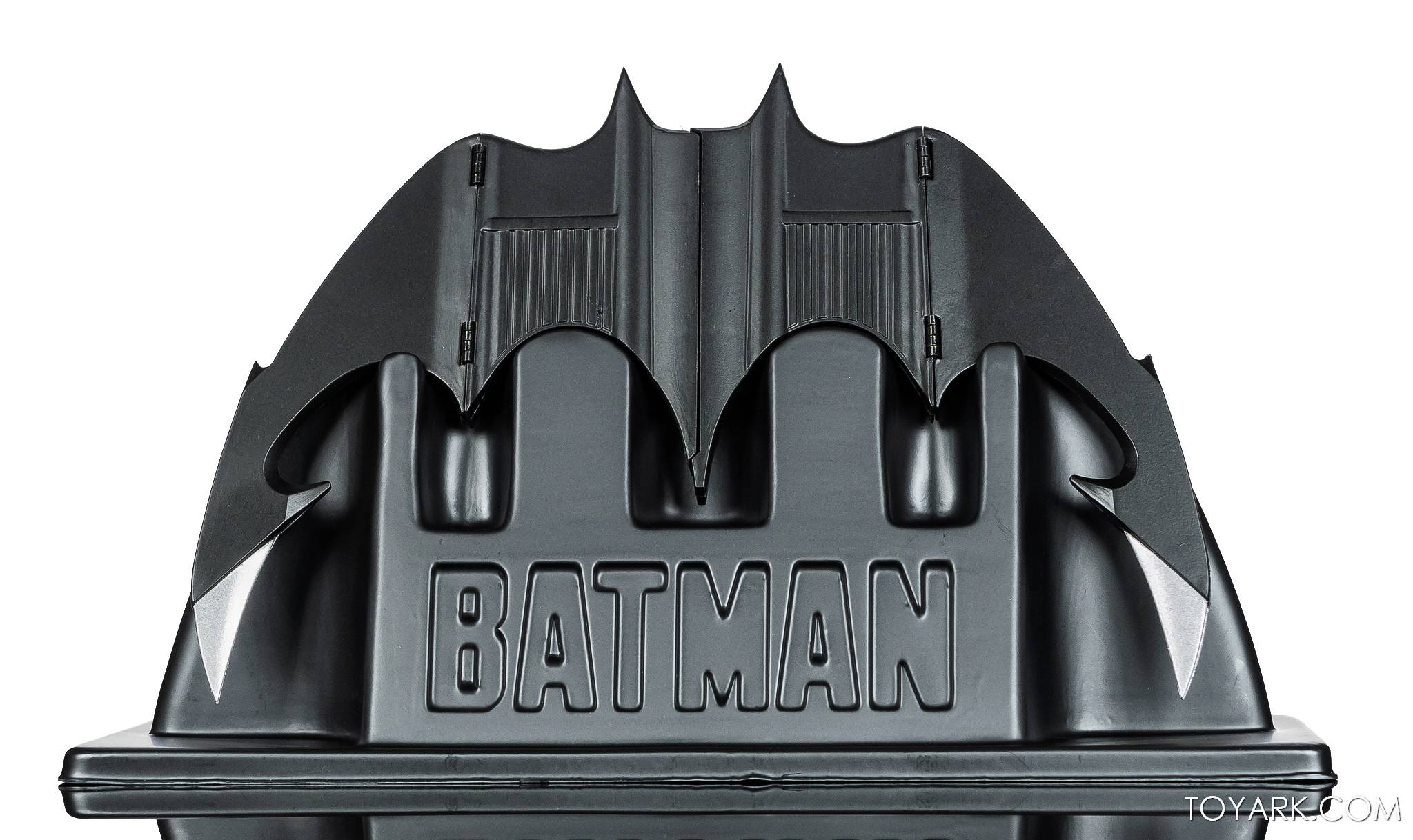https://news.toyark.com/wp-content/uploads/sites/4/2021/02/NECA-Batarang-004.jpg