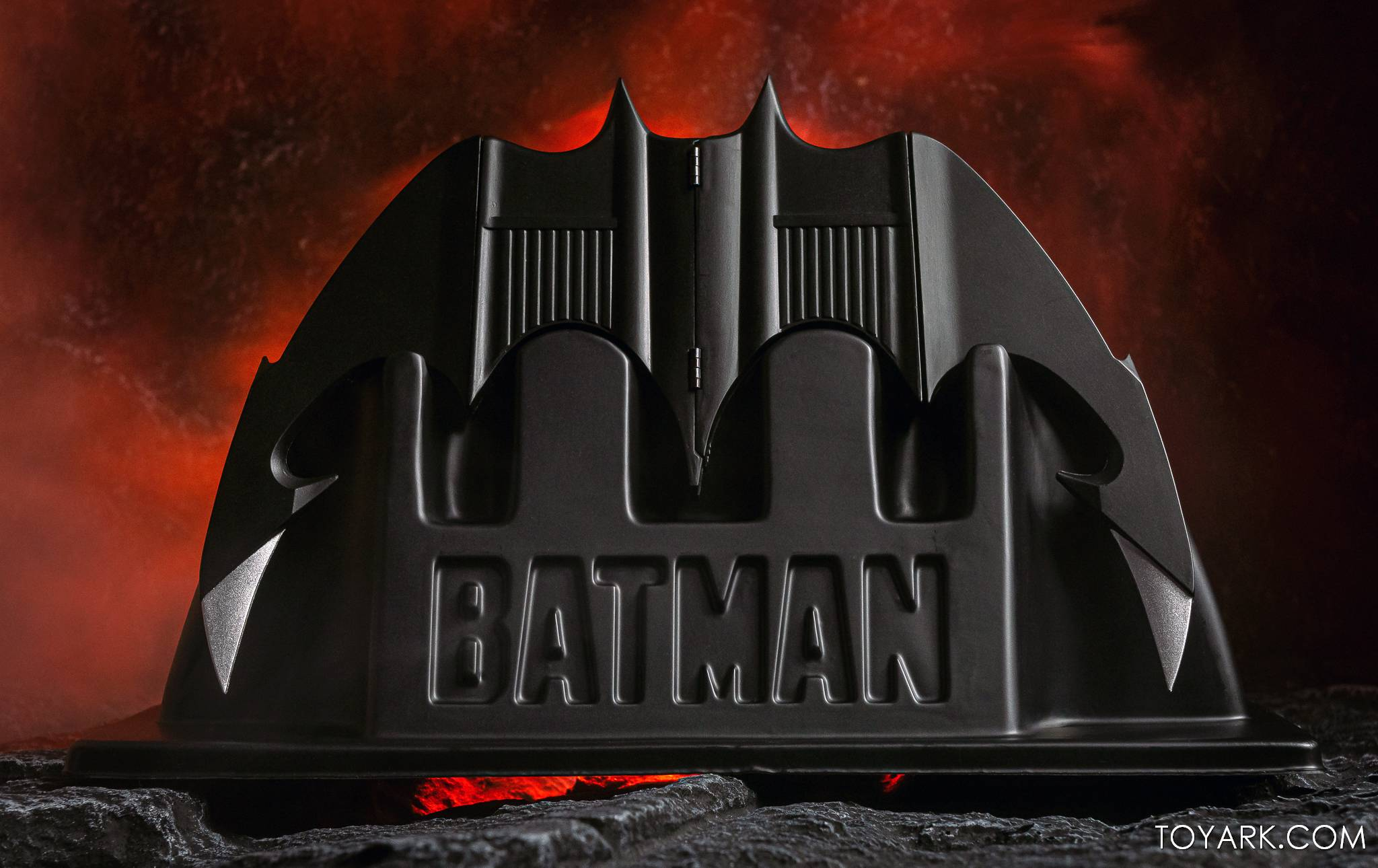 https://news.toyark.com/wp-content/uploads/sites/4/2021/02/NECA-Batarang-018.jpg