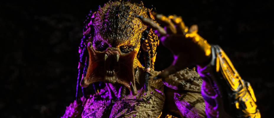 The Predator - Unarmored Assassin Predator Figure by NECA - Toyark Photo Shoot