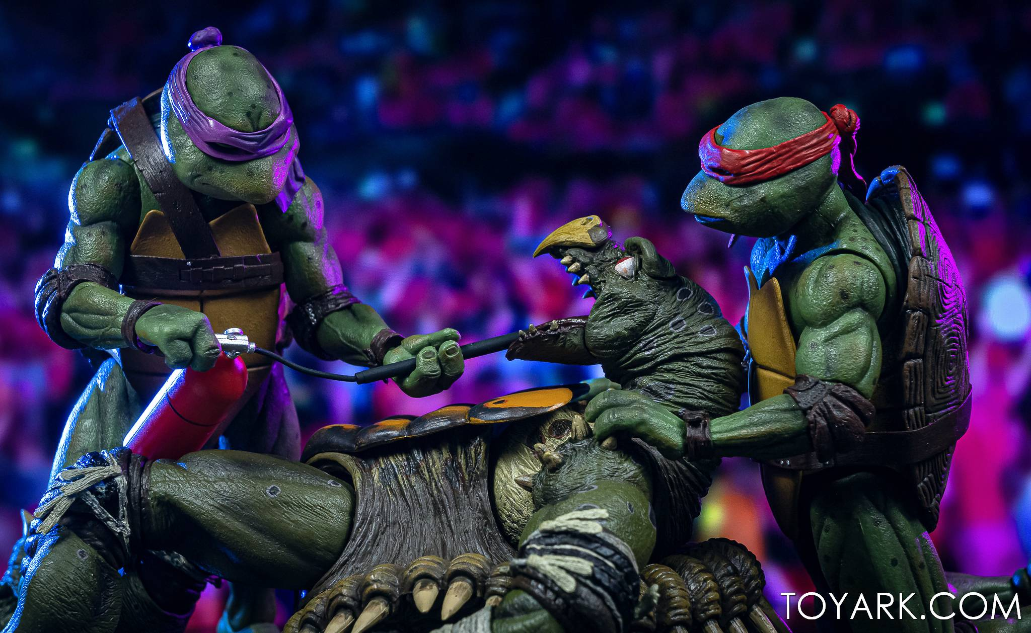 https://news.toyark.com/wp-content/uploads/sites/4/2021/03/NECA-Tokka-and-Rahzar-TMNT-II-038.jpg