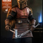 Hot Toys The Armorer 010