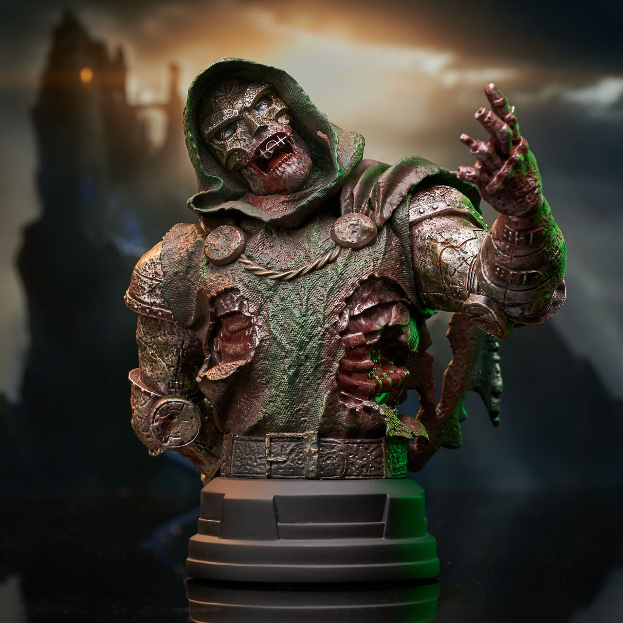Marvel Zombies Dr Doom Bust 001